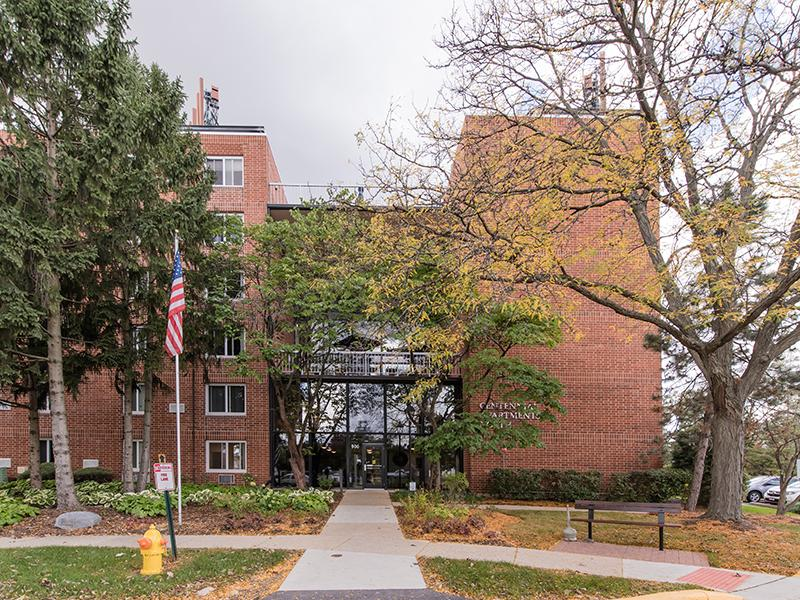 Exterior | Centennial South Apartments in Mount Prospect, IL