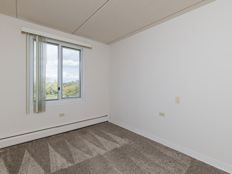 Room | Centennial South Apartments in Mount Prospect, IL