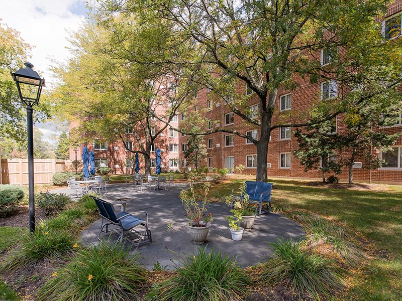 Beautiful Landscaping | Centennial South Apartments in Mount Prospect, IL