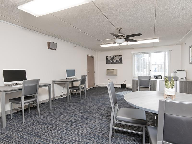 Business Center | Centennial South Apartments in Mount Prospect, IL