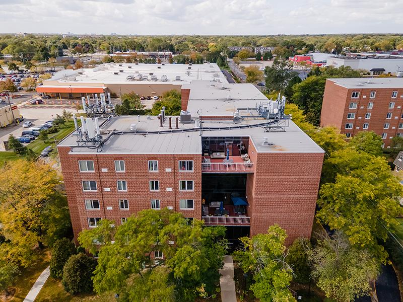 Building Exterior | Centennial South Apartments in Mount Prospect, IL