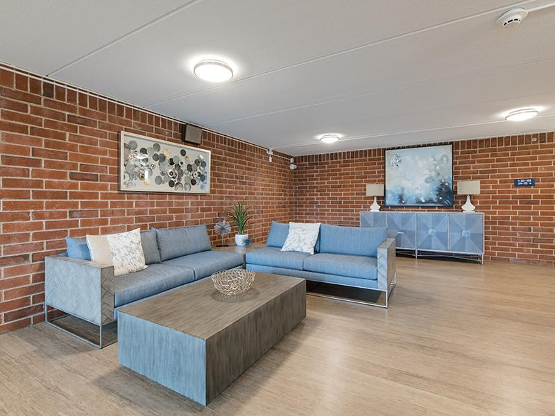 Lobby | Centennial South Apartments in Mount Prospect, IL
