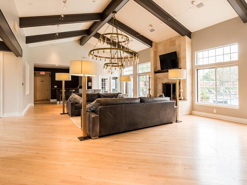Lounge | Clubhouse | The Arbors at Brookdale Apartments in Naperville, IL