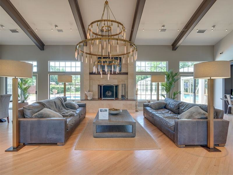 Clubhouse Seating | Arbors of Brookdale in Naperville, IL