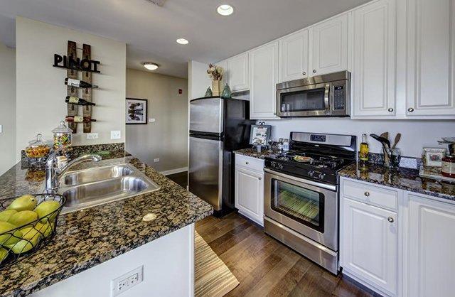 Kingston Pointe Apartments in Des Plaines, IL