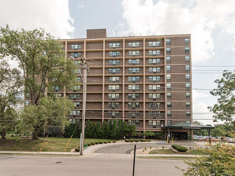 Exterior | Westwind Tower Apartments | Elgin, IL