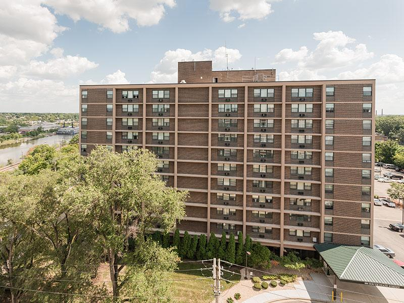 Westwind Tower Apartments | Elgin, IL