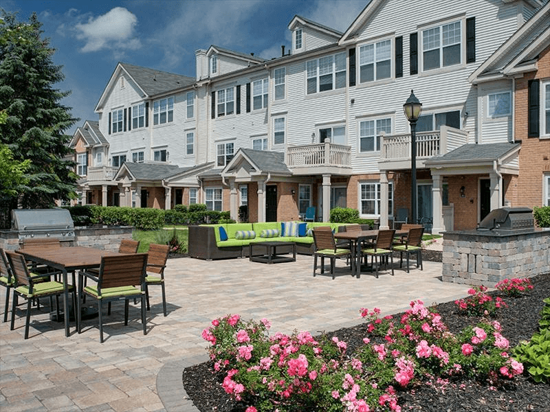Outdoor Lounge | River Run at Naperville
