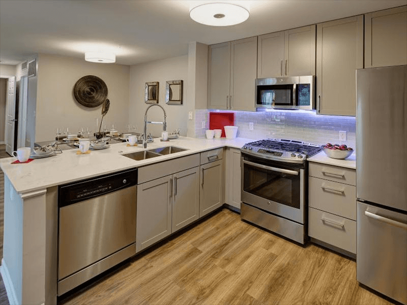 Fully Equipped Kitchen | River Run at Naperville
