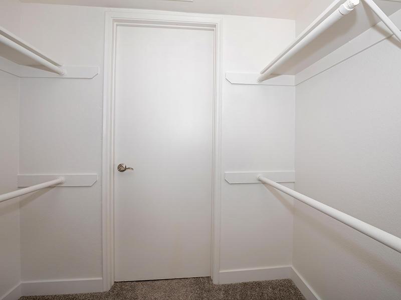 Walk in Closets | Entrada