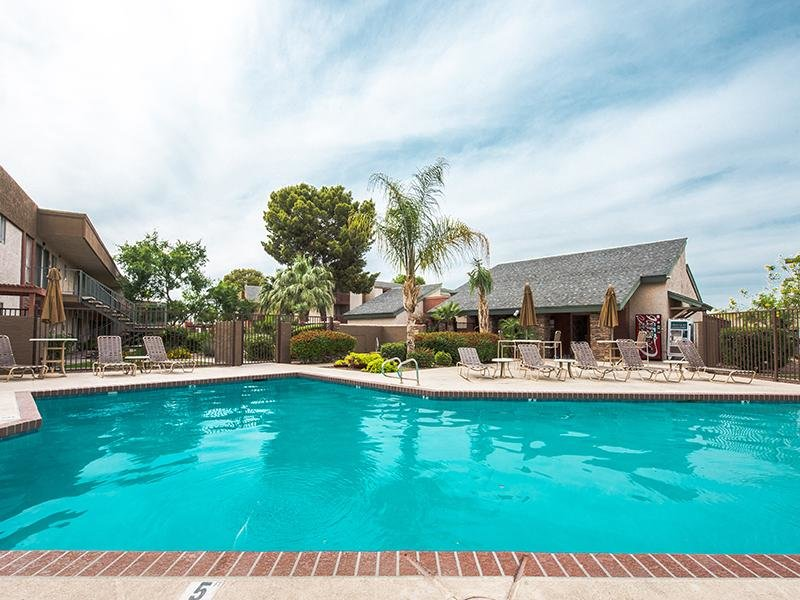 Swimming Pool & Jacuzzi | Apartments in Mesa