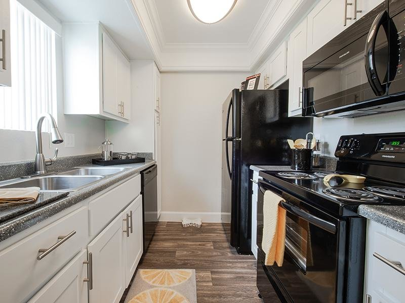 Kitchen | Waterstone Mesa Apartments