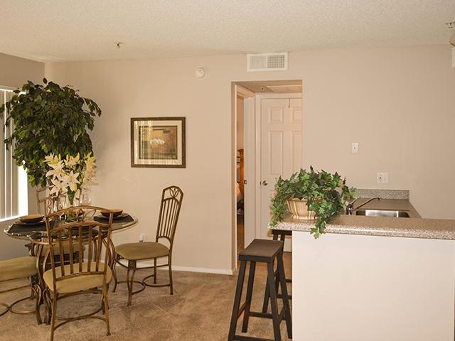 Living Room   Crystal Creek Apartments in Phoenix,