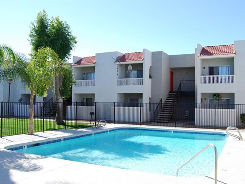 Apartments with a Pool in Glendale