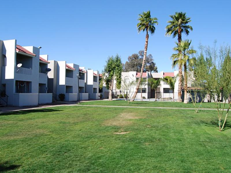 Courtyard | Sunset Terrace Apartments