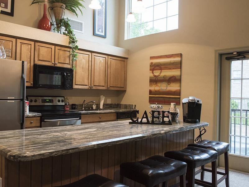 Clubhouse Kitchen - Apartments in Fort Collins