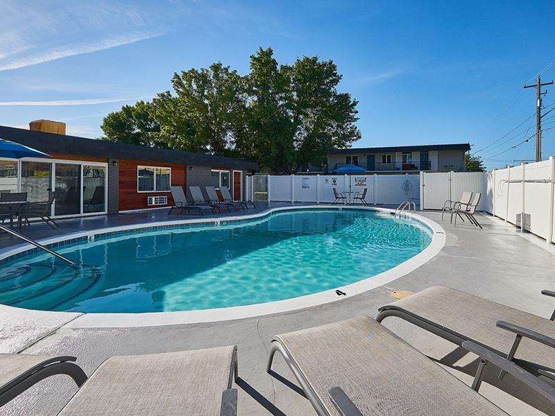 Shimmering Pool   Aspire Salt Lake Apartments