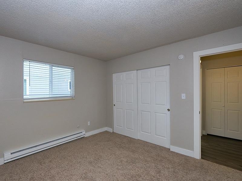 Bedroom Closet   Aspire Salt Lake Apartments