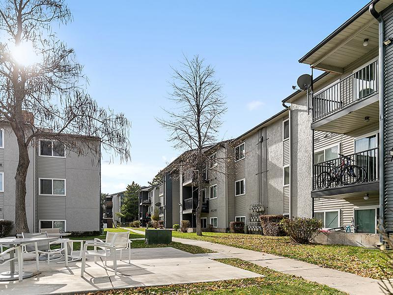 Outdoor Pathways   Aspire West Valley Apartments