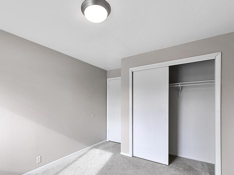 Bedroom Closet   Aspire West Valley Apartments