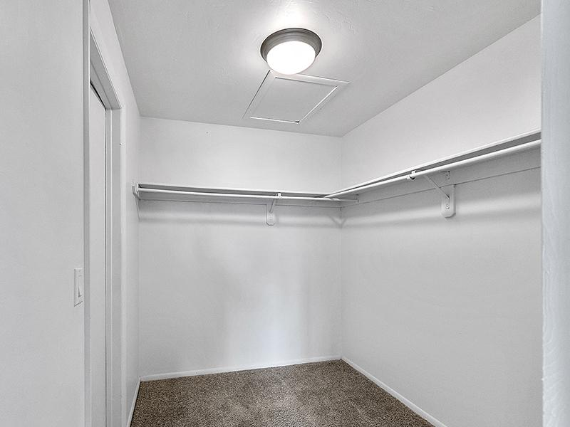 Walk In Closet   Aspire West Valley Apartments