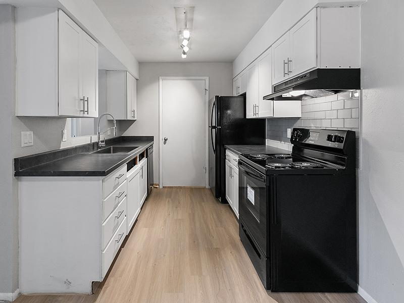 Fully Equipped Kitchens   Aspire West Valley Apartments
