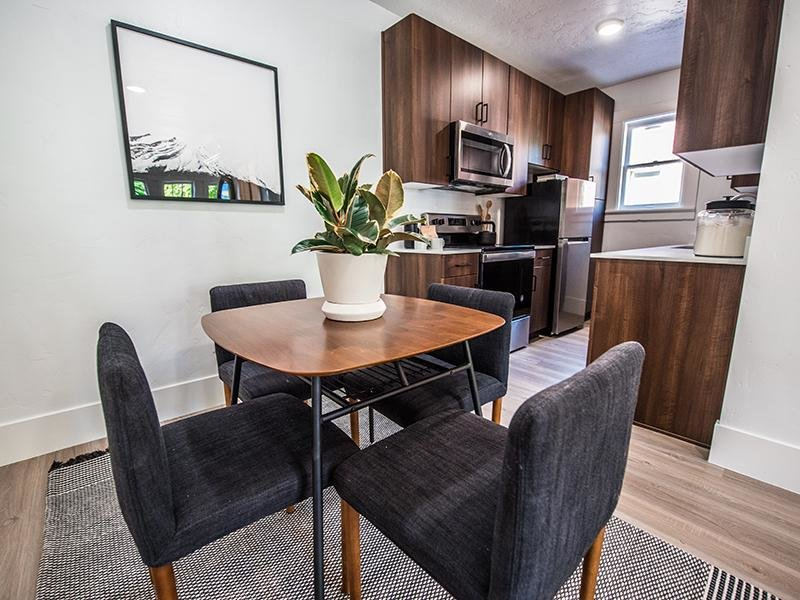 Dining Area & Kitchen | Clairmont Apartments