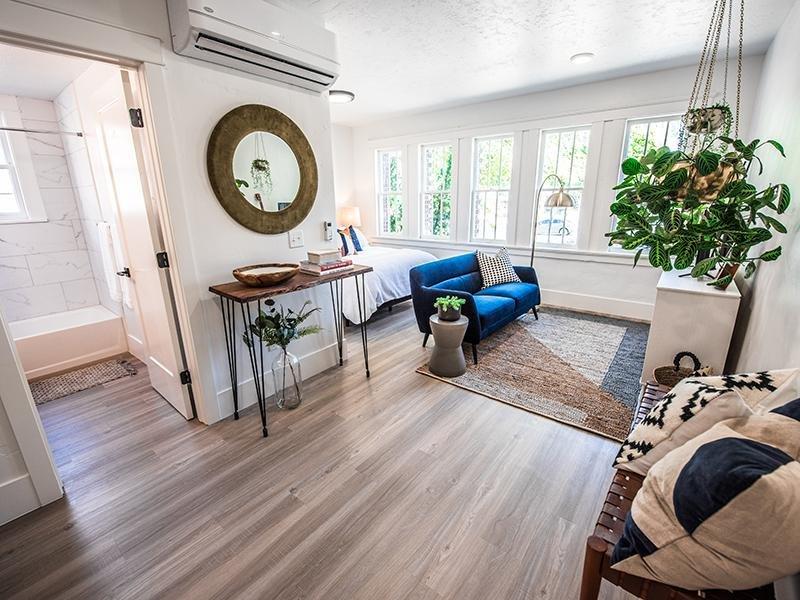 Living Room | Clairmont Apartments