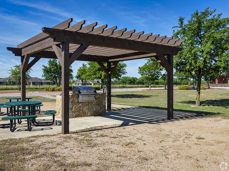 BBQ Grill & Picnic Area | The Greens of Hickory Trail