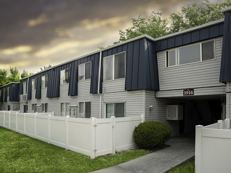 Building Exterior | Hidden Pointe in West Valley