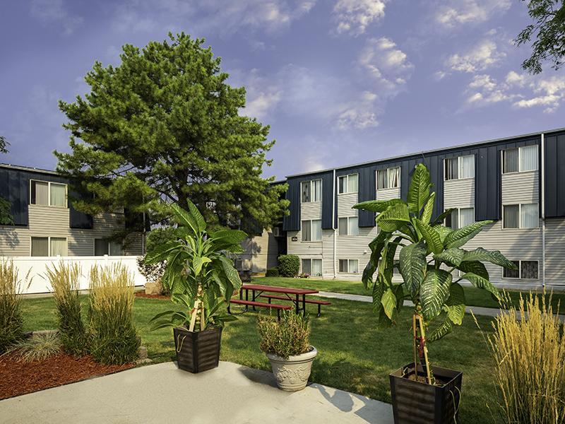 Hidden Pointe Apartments in West Valley