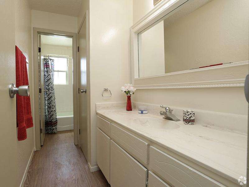 Bathroom   Kings Hill Apartments in El Paso