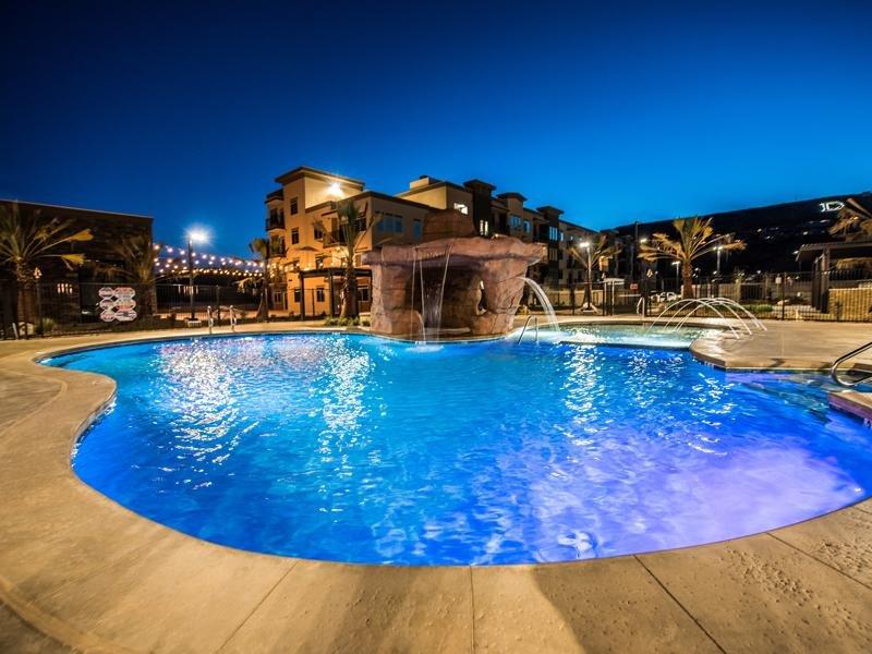 Swimming Pool | Joule Plaza
