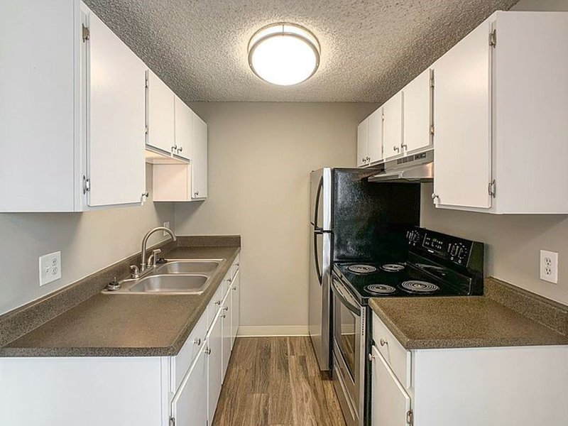 Kitchen   The Reserves at Water Tower Village Apartments
