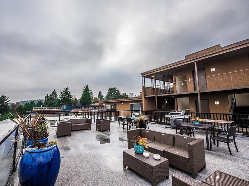 Patio Lounge | Sheridan Beach Terrace