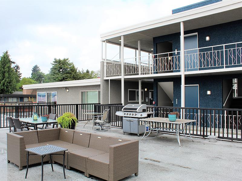 Exterior Resdient Lounge | Sheridan Beach Terrace In Lake Forest Park WA