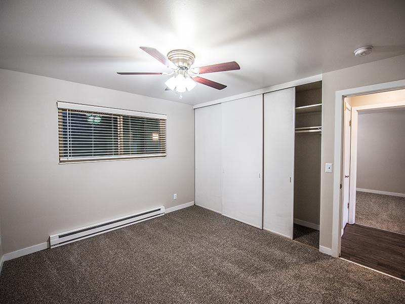 Studio, 1, 2, & 3 Bedroom Apartments | Sheridan Beach Terrace