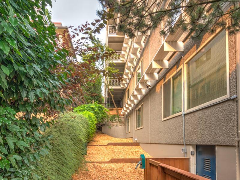 Apartment Exterior | Sheridan Beach Terrace
