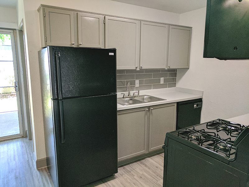 Fully Equipped Kitchen | Sierra Park Townhomes