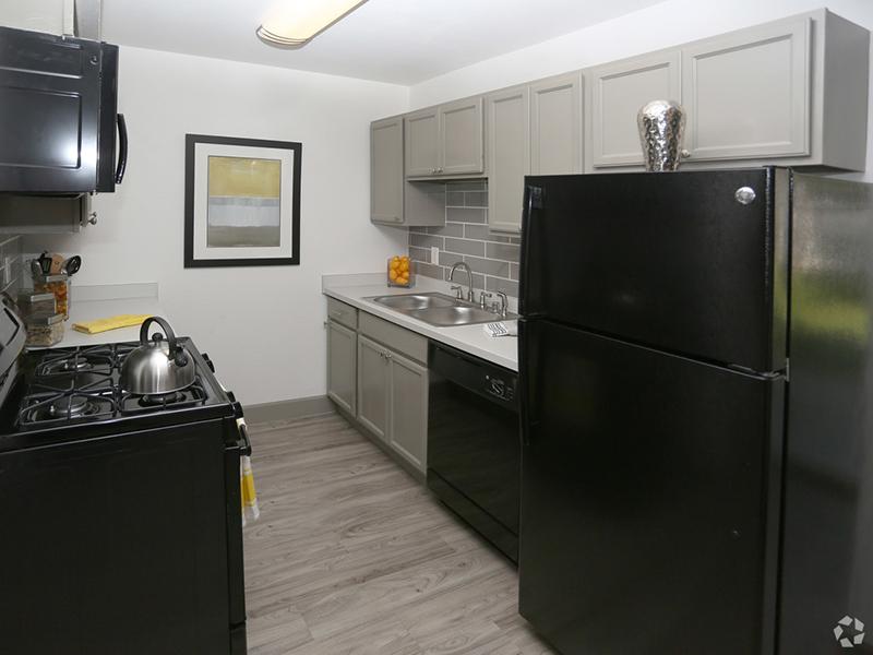 Black Appliances | Sierra Park Townhomes