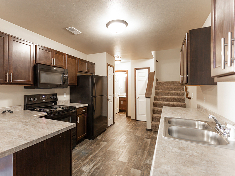 Fully Equipped Kitchen   West Pointe Commons Apartments in Sioux Falls, SD