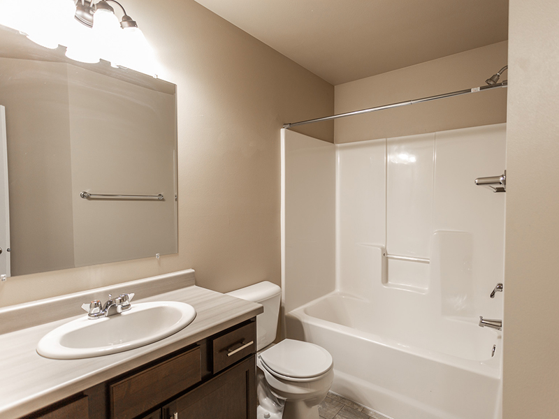 Bathroom   West Pointe Commons Apartments in Sioux Falls, SD
