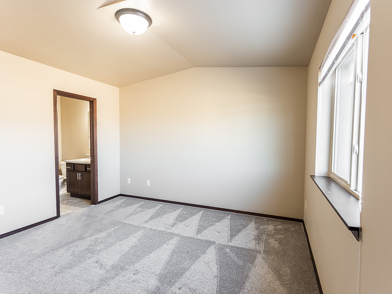 Spacious Bedrooms   West Pointe Commons Apartments in Sioux Falls, SD