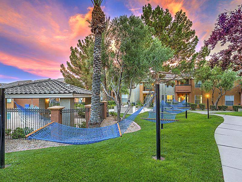 Outdoor Lounge | Palms at Peccole Ranch 89117 Apartments