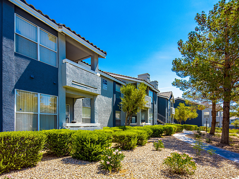 Building Exterior | Palms at Peccole Ranch Apartments in Las Vegas, NV
