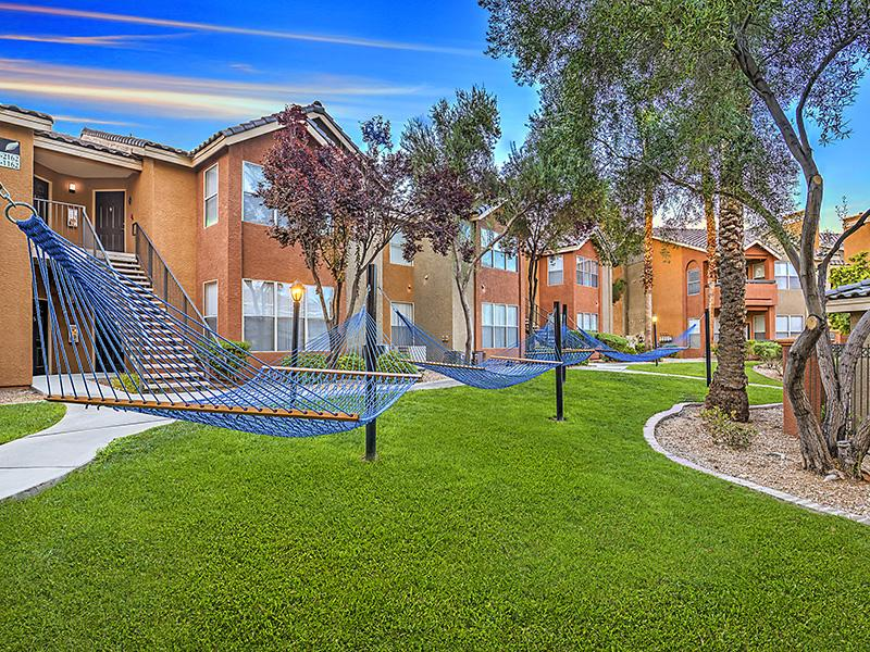 Building Exterior | Palms at Peccole Ranch 89117 Apartments