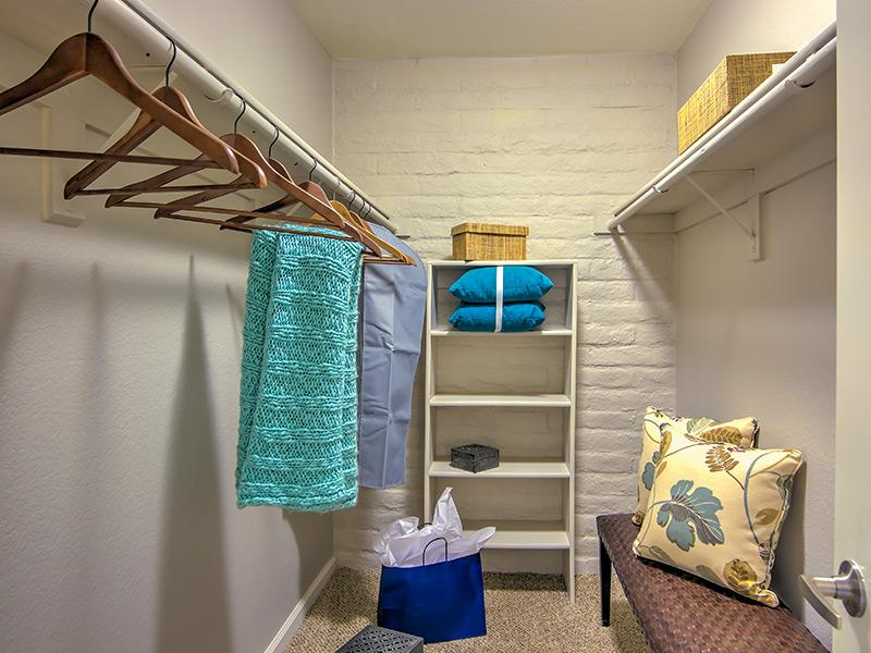 Extended Closet Space | La Privada
