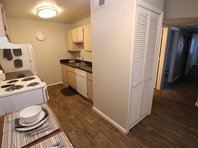 Kitchen | Dakota Canyon Santa Fe Apartments