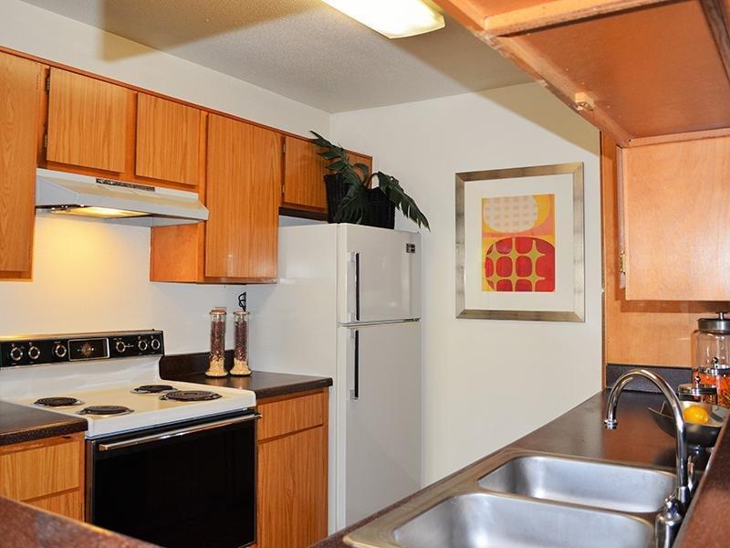 Interior | Kitchen | Alvarado Apartments