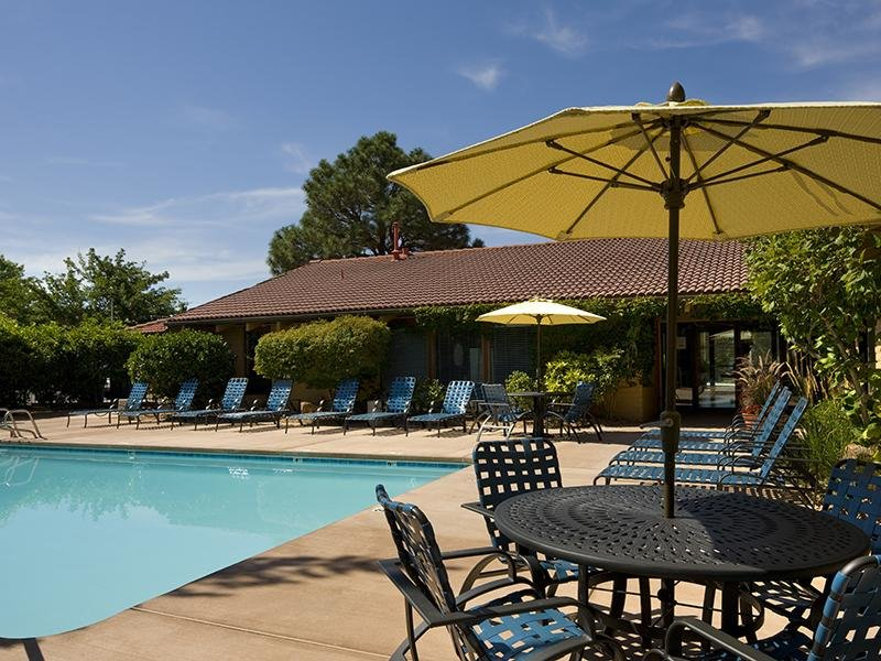 Poolside Dining Tables at Spain Gardens Apartments, Albuquerque, New Mexico